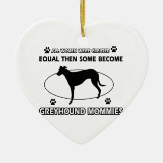 Diseños del perro del galgo adorno navideño de cerámica en forma de corazón