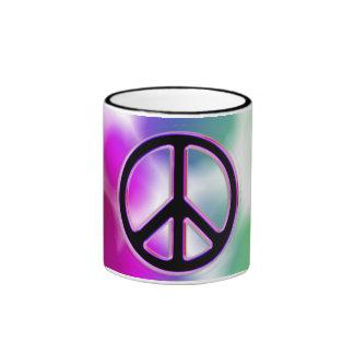 Diseños del signo de la paz del teñido anudado taza