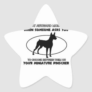 Diseños divertidos del pinscher miniatura pegatina en forma de estrella