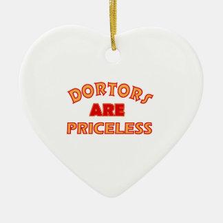 diseños frescos de los doctores adorno de cerámica en forma de corazón