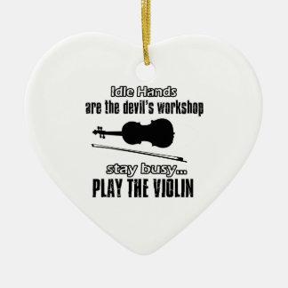 Diseños frescos del violín adorno de cerámica en forma de corazón