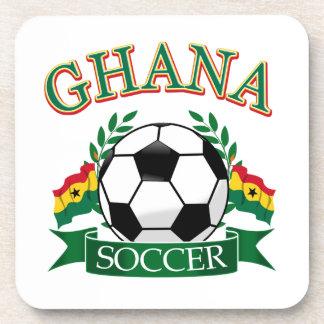 Diseños ghaneses del fútbol posavasos de bebida