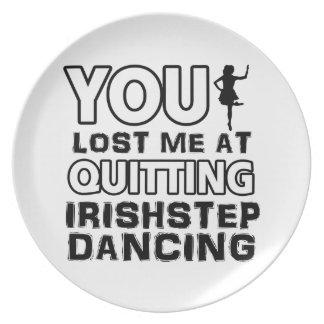 Diseños irlandeses frescos de la danza del baile d plato de comida