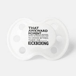 Diseños kickboxing de ese momento torpe chupete de bebe