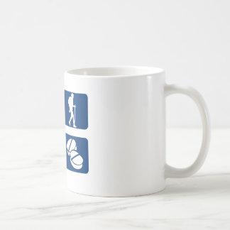 Diseños que caminan frescos taza clásica