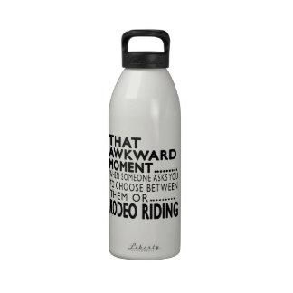 Diseños torpes de ese del momento montar a caballo botella de agua reutilizable