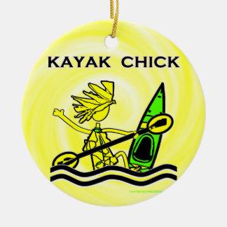 Diseños y cosas del polluelo del kajak adorno navideño redondo de cerámica