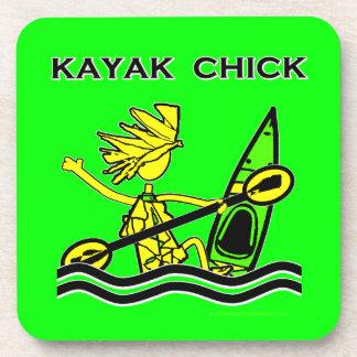 Diseños y cosas del polluelo del kajak posavasos