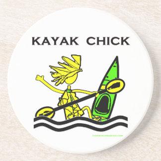 Diseños y cosas del polluelo del kajak posavasos de arenisca