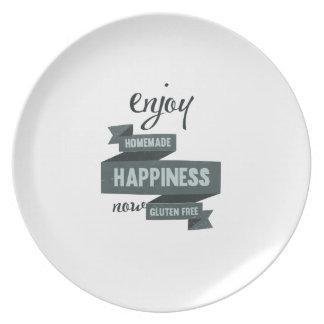 Disfrute de la felicidad hecha en casa, ahora plato para fiesta