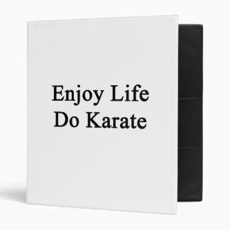 Disfrute de la vida hacen karate