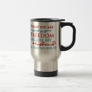 Disfrute de su libertad debido a mi marido taza térmica
