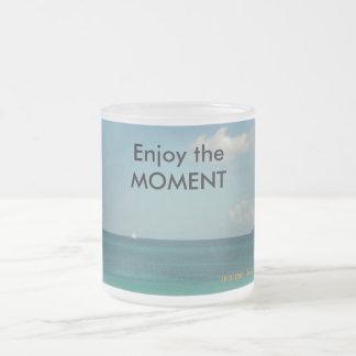 Disfrute del momento taza de café
