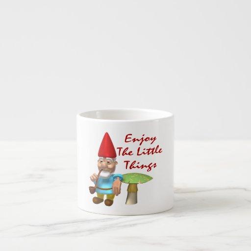 Disfrute del pequeño gnomo de las cosas taza de espresso