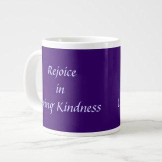 Disfrute en amabilidad cariñosa taza de café gigante