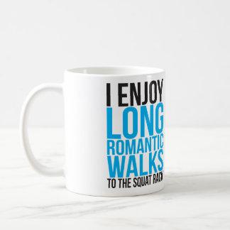 Disfruto de paseos románticos largos al estante taza clásica