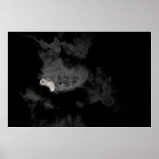 Disminución y nublado póster