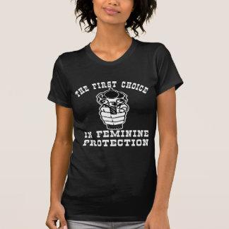 Dispare contra la 1ra opción en la protección fem camiseta