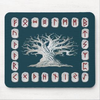 Disposición de la runa con el árbol del mundo alfombrillas de raton