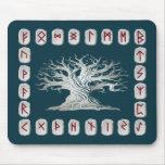 Disposición de la runa con el árbol del mundo alfombrilla de ratón