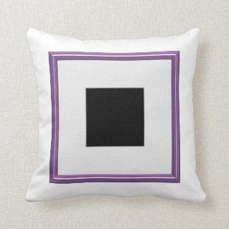 Disposición púrpura del marco de la foto cojín