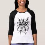Distorsión blanco y negro del tatuaje tribal del c camisetas