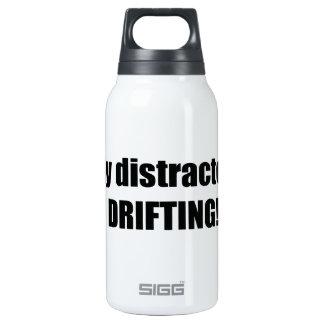 Distraído fácilmente derivando botella isotérmica de agua