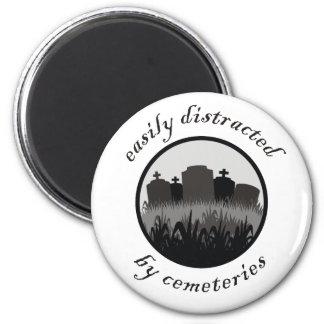 Distraído fácilmente por los cementerios imán redondo 5 cm