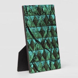 Distressed geometric pattern plaque