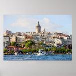 Distrito de Beyoglu y torre de Galata en Estambul Póster