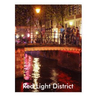 Distrito de luces rojas en la noche tarjeta postal