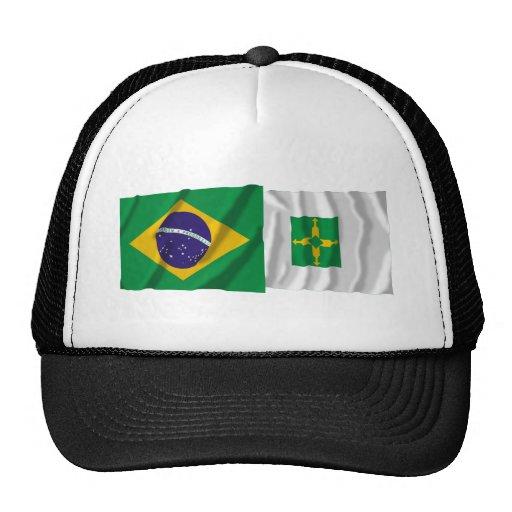 Distrito federal y banderas que agitan del Brasil Gorro