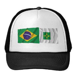 Distrito federal y banderas que agitan del Brasil Gorras