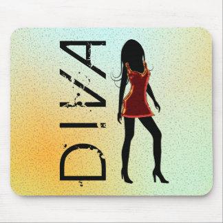 Diva de la moda del fashionista en el vestido rojo mousepads