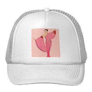 Diva de la moda en vestido rosado gorras de camionero