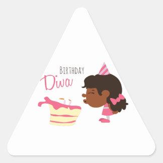 Diva del cumpleaños pegatina triangular