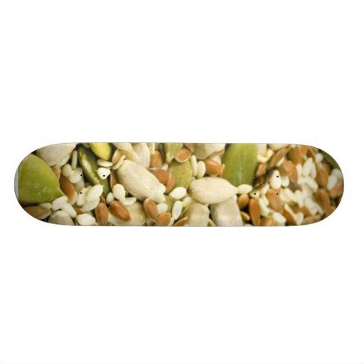 Diversas semillas comestibles skate boards