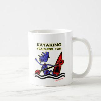 Diversión audaz Kayaking Taza Básica Blanca