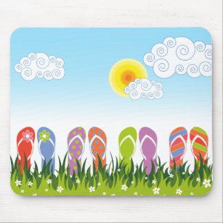 Diversión colorida de los flips-flopes del verano  alfombrilla de ratones