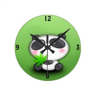 Diversión de Cub de la panda Reloj Redondo Mediano