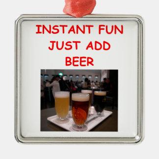 diversión de la cerveza adorno navideño cuadrado de metal