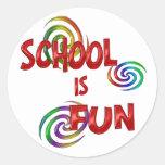 Diversión de la escuela pegatina redonda