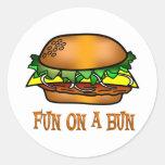Diversión de la hamburguesa pegatinas redondas