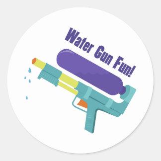 Diversión del arma de agua pegatina redonda