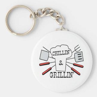 Diversión del Bbq de Chillin y de Grillin Llavero Redondo Tipo Pin