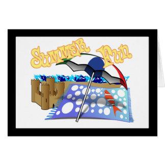 Diversión del verano en la playa tarjeta de felicitación