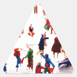 Diversión en el hielo, baile chino del zanco pegatina triangular