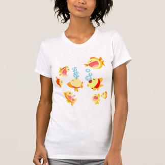 Diversión en la camiseta de las mujeres del dibujo
