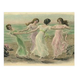Diversión en la postal del vintage de la playa