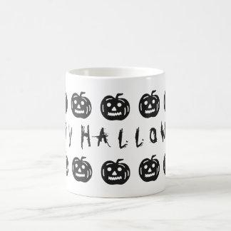 Diversión negra fantasmagórica de las calabazas taza básica blanca